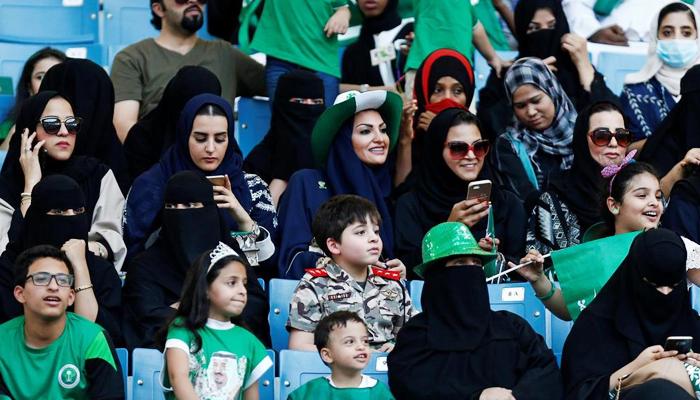 سعودی عرب: پہلی بار خواتین نےاسٹیڈیم میں میچ دیکھا