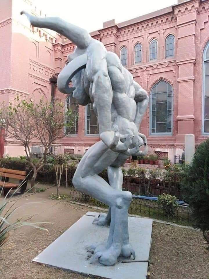 لاہور میوزیم میں نصب 'مجسمہ' بچوں کو ڈرانے کا سبب؟