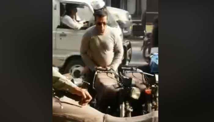 سلمان خان کراچی کی بولٹن مارکیٹ میں ؟