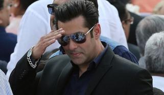 Salman Khan Spotted In Karachi Video Goes Viral
