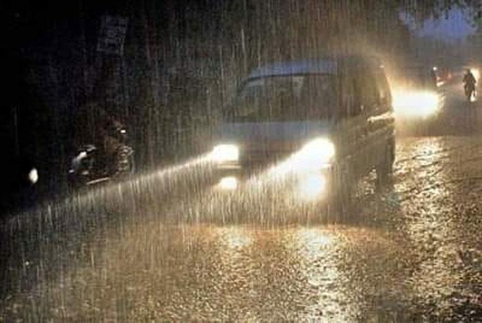 کراچی: مختلف علاقوں میں بوندا باندی سے موسم خوشگوار