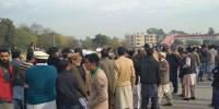 Sahiwal Incident Victums Protest On Gt Road With Dead Bodies