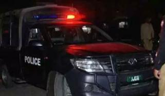 Wife And Husband Wound In Police Firing At Karachi