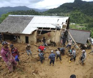 انڈونیشیا میں سیلاب اور لینڈ سلائیڈنگ