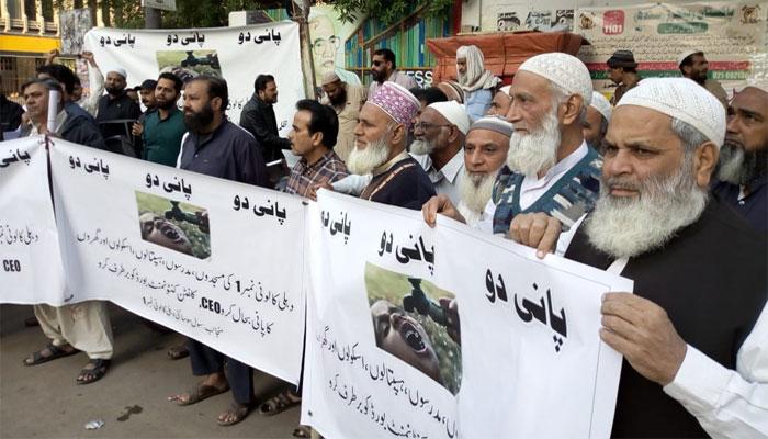 کراچی: دہلی کالونی کے پرانے کنکشن کی بحالی کیلئے احتجاج