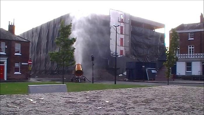 برطانیہ میں قدیم عمارت کو دھماکے سے اڑادیا گیا