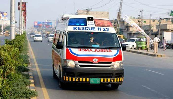 لاہور : تیز رفتار بس الٹنے سے 31 افراد زخمی