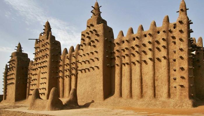 مٹی سے بنی دنیا کی سب سے بڑی مسجد