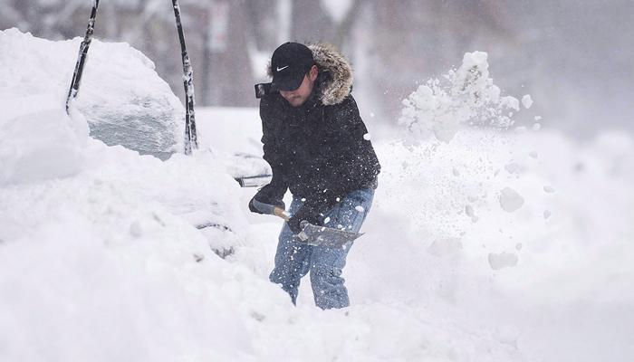 کینیڈا میں شدید برفباری سے لوگ پریشان