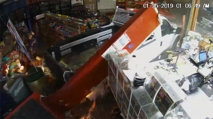 امریکا چور اے ٹی ایم مشین گاڑی میں ڈال کرلے گئے