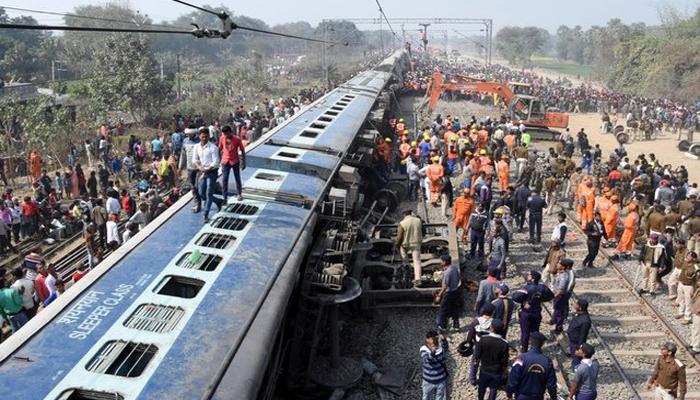 بھارت میں ٹرین کی بوگیاں پٹری سے اُترنے سے 7 افراد ہلاک