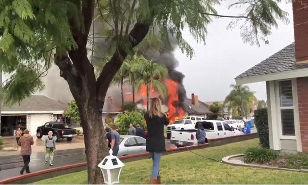 کیلیفورنیا میں چھوٹا طیارہ رہائشی علاقے میں گر کر تباہ