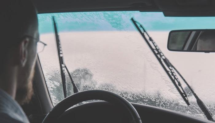 اب گاڑیوں کے وائپر بھی سیلاب سے خبردار کرسکتے ہیں