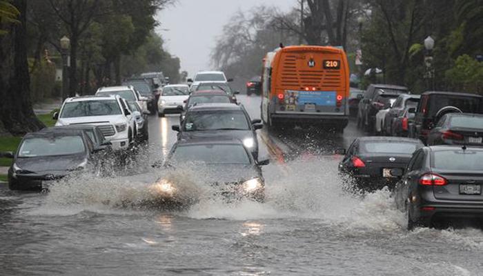 کیلی فورنیا میں بارشوں کے بعد سیلاب کاخطرہ، حادثے میں ایک شخص ہلاک