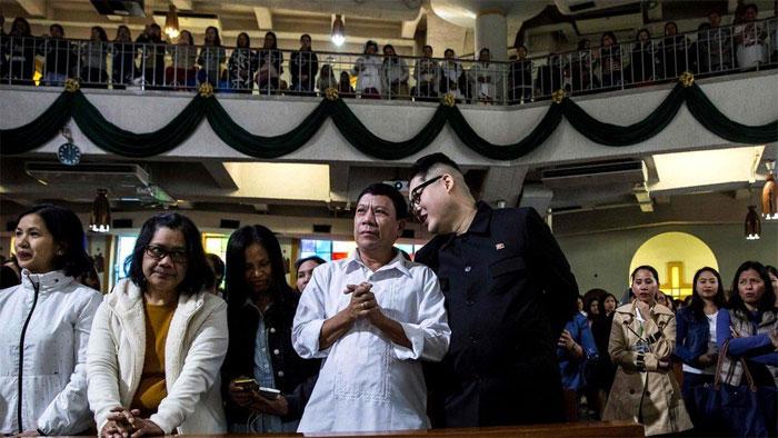کم جونگ اور فلپائنی صدر کے ہم شکل آمنے سامنے؟