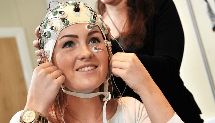 'خواتین کا دماغ مردوں کے مقابلے میں زیادہ جوان ہوتا ہے'