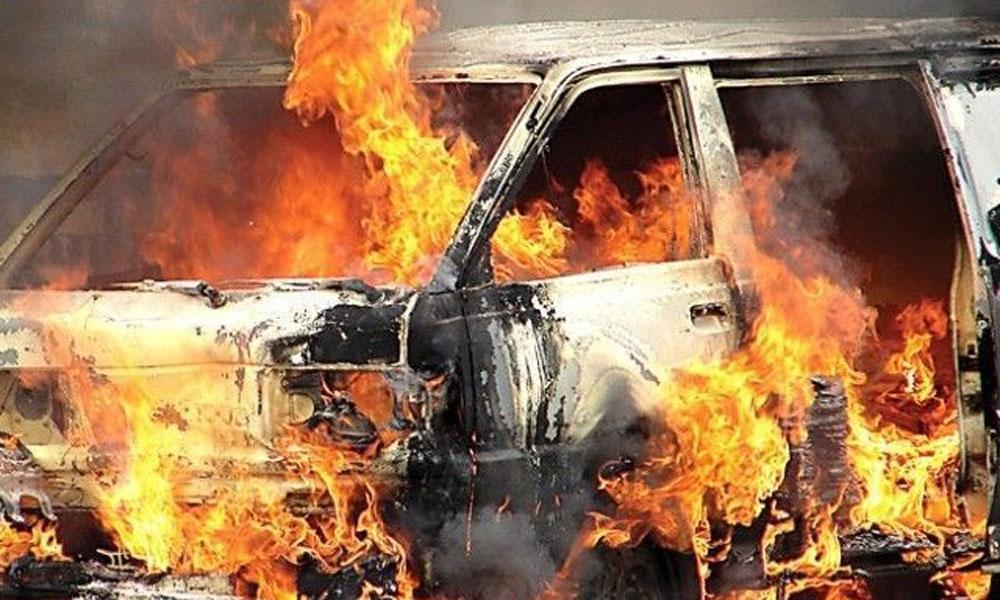 کرک، وین میں آگ لگ گئی، 11افراد جاں بحق