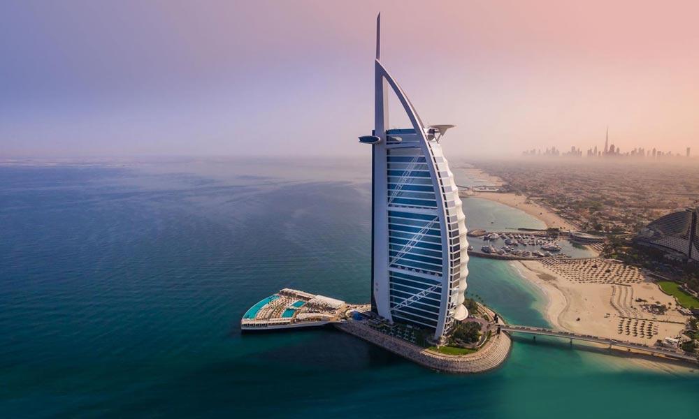 ''برج العرب'' سمندر میں بنا پر تعیش ہوٹل