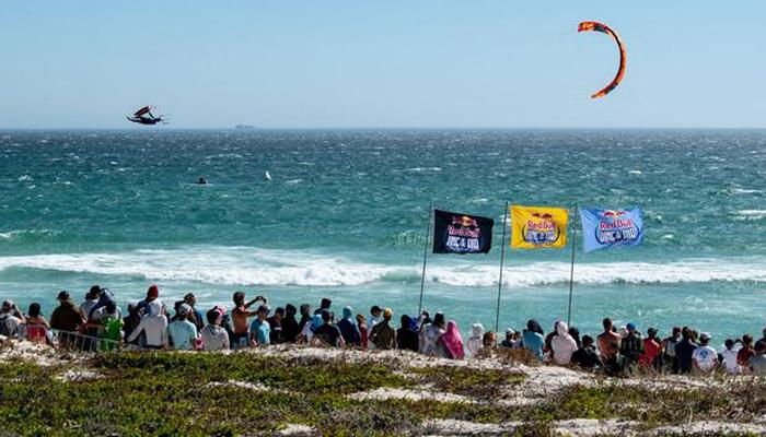 کیپ ٹاؤن:کائٹ بورڈنگ چمپئن شپ کنگ آف دی ایئرکا انعقاد