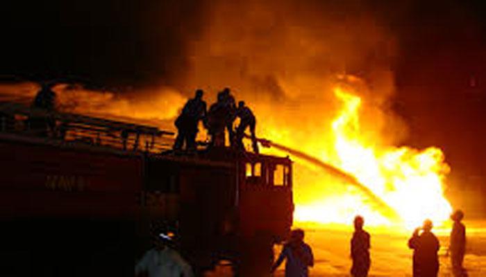 کراچی، راشد منہاس روڈ پر فرنیچر کی دکان میں آتشزدگی