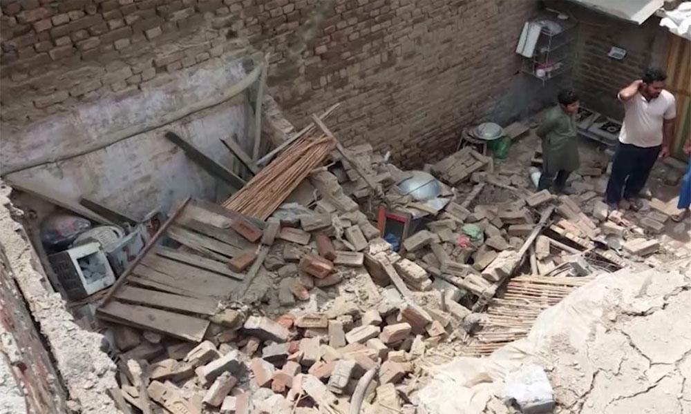 مردان میں مکان کی چھت گرگئی، 3 بچے جاں بحق