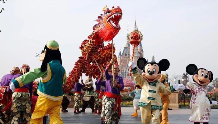 چین میں منچلوں شاندار ڈریگن ڈانس