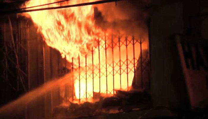 کراچی، بلاول ہاؤس کے قریب دکان میں آتشزدگی