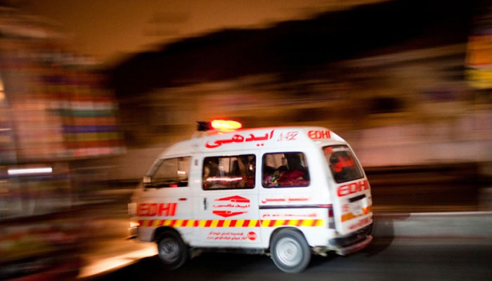 سیہون، کراچی کی فیملی حادثے کا شکار، بچی جاں بحق