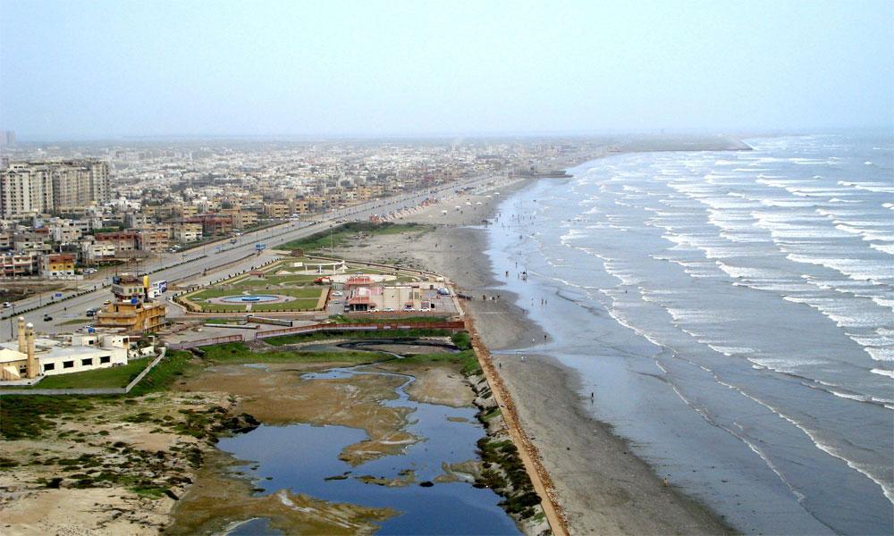 کراچی میں آج تیز ہوائیں چلنے کا امکان
