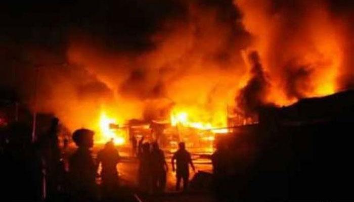 کراچی، سائٹ ایریا میں روئی کے گودام میں آتشزدگی