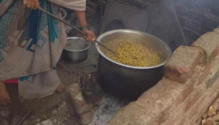 بھارت، زہریلا پرساد کھانے سے طالب علموں کی حالت غیر