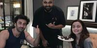 Ranbir Kapoor Alia Bhatt Celebrate Valentines Day With A Private Dinner