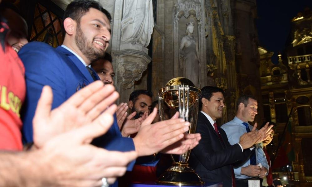 کرکٹ ورلڈ کپ ٹرافی برسلز پہنچ گئی