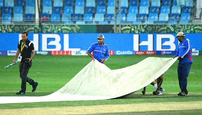 قلندرز کا لاہور سے میچ بارش کے باعث روک دیا گیا