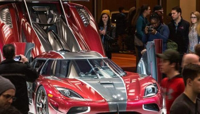 چمچماتی جدید گاڑیوں نے شائقین کو حیران کردیا