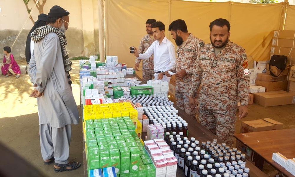 کراچی: رینجرز کا پنجاب کالونی میں فری میڈیکل کیمپ