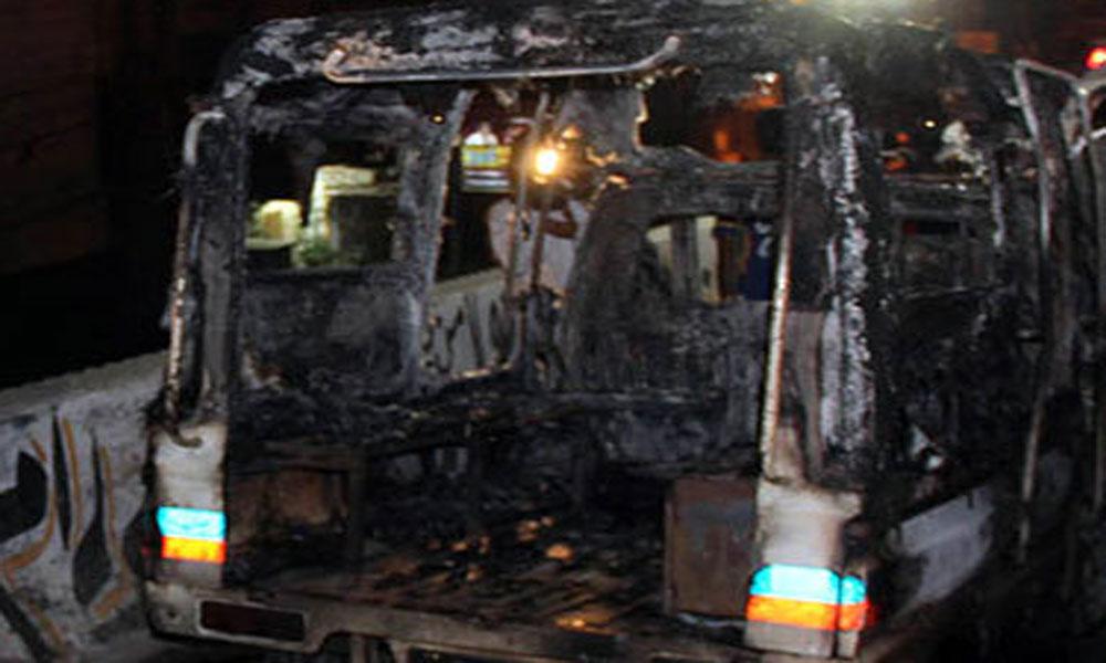 کراچی، ورکشاپ میں آتشزدگی، 2پولیس موبائلیں، رکشہ جل گیا