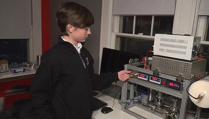 جوہری ری ایکٹر تیار کرنے والا کم عمر لڑکا