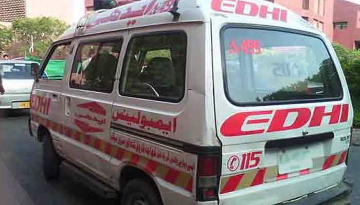 کراچی: صدر میں دو گاڑیوں میں تصادم، ایک شخص جانبحق