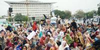 2nd Day Of Sit In Of Lady Health Workers In Lahore