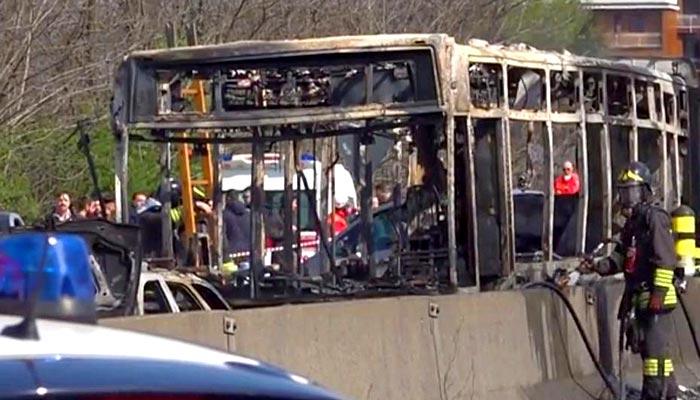 ترکی: ڈرائیور نے بچوں سے بھری بس کو آگ لگادی