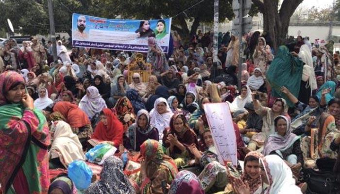 لاہور: لیڈی ہیلتھ ورکرز کا دھرنا ختم