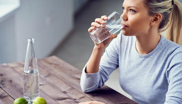 سونے سے پہلے نیم گرم پانی پینے کے فوائد