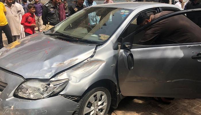 کراچی: نیپا چورنگی پر کار پر فائرنگ، 2 جاں بحق