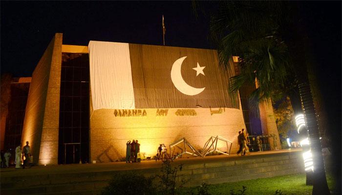 یوم پاکستان ملی جوش و جذبے سے منایا جارہا ہے