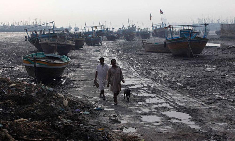 کراچی: ماہی گیروں کی کئی کشتیوں کو طوفانی ہوا سے حادثات