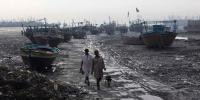 Karachi Several Fishermen Boats Crashes By Windstorm