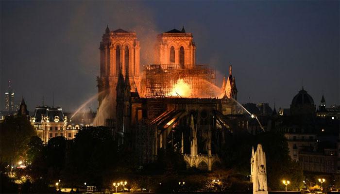 پیرس کے تاریخی چرچ میں آتش زدگی پر ٹرمپ کا مشورہ