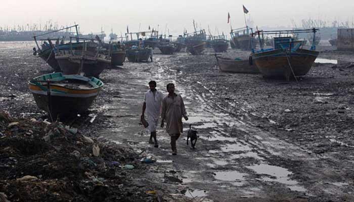 کراچی:طوفانی ہواوں سے ماہی گیروں کی 3 لانچیں ، 38 مچھیرے لاپتہ