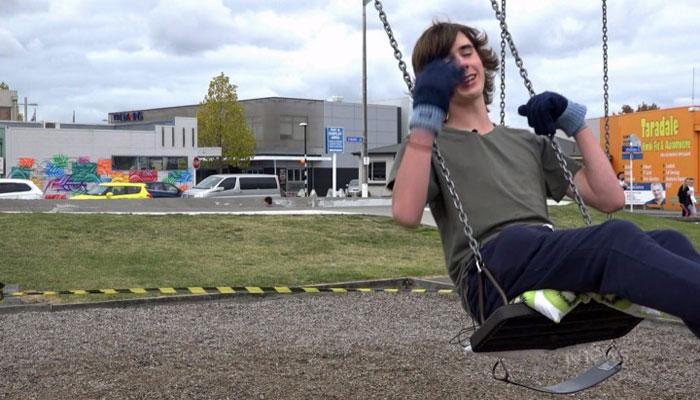نیوزی لینڈ:جھولا جھولنے کا شوقین لڑکا، گنیز ریکارڈ توڑ ڈالا